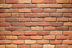 Un mur en briques pleines