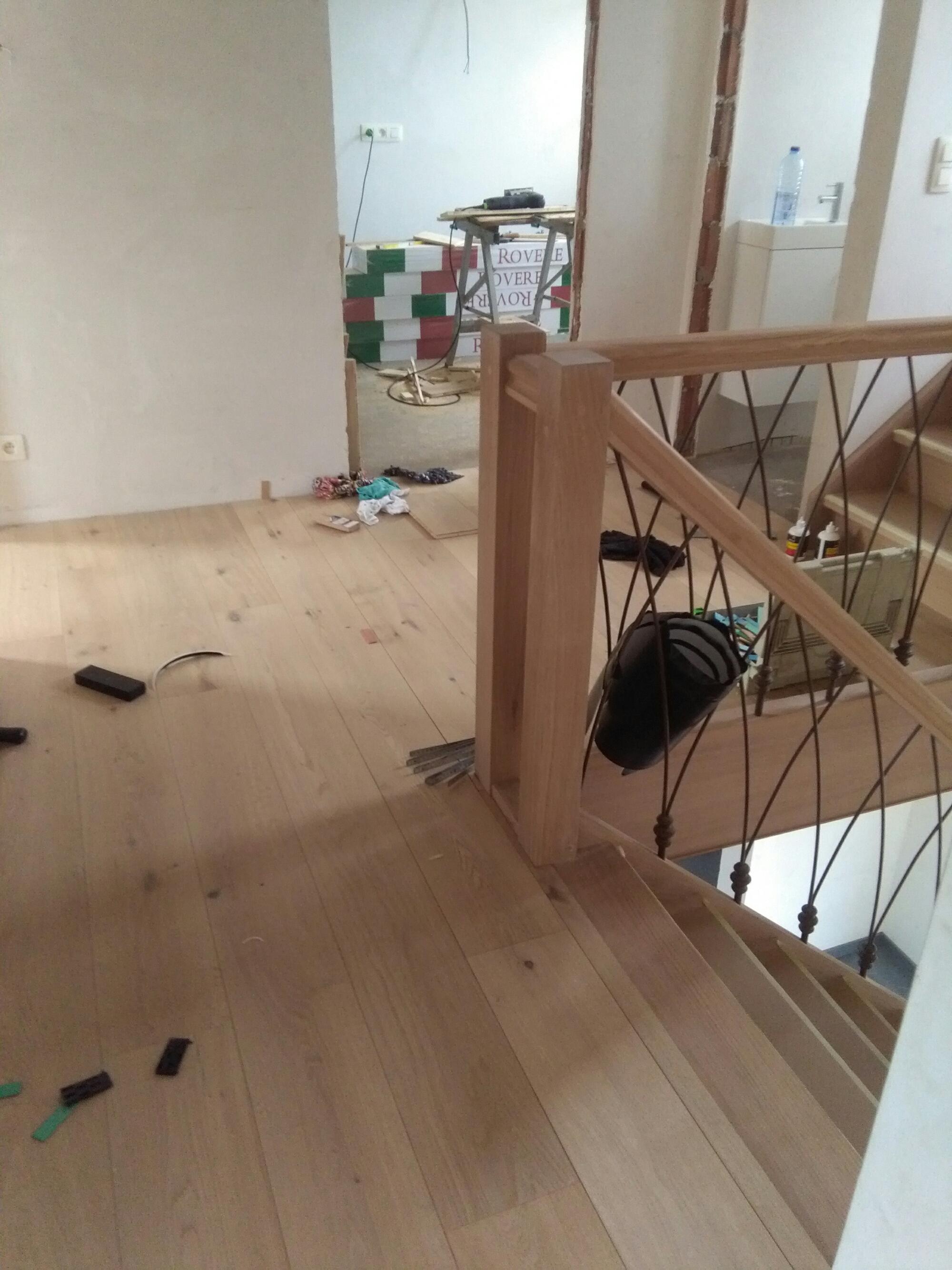 entretien parquet stratifi trs facile duentretien et de pose il suadapte toutes les pices y. Black Bedroom Furniture Sets. Home Design Ideas